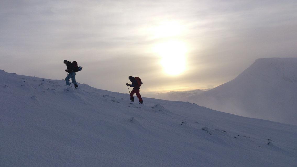 På vei opp Pollfjellet i Lyngen